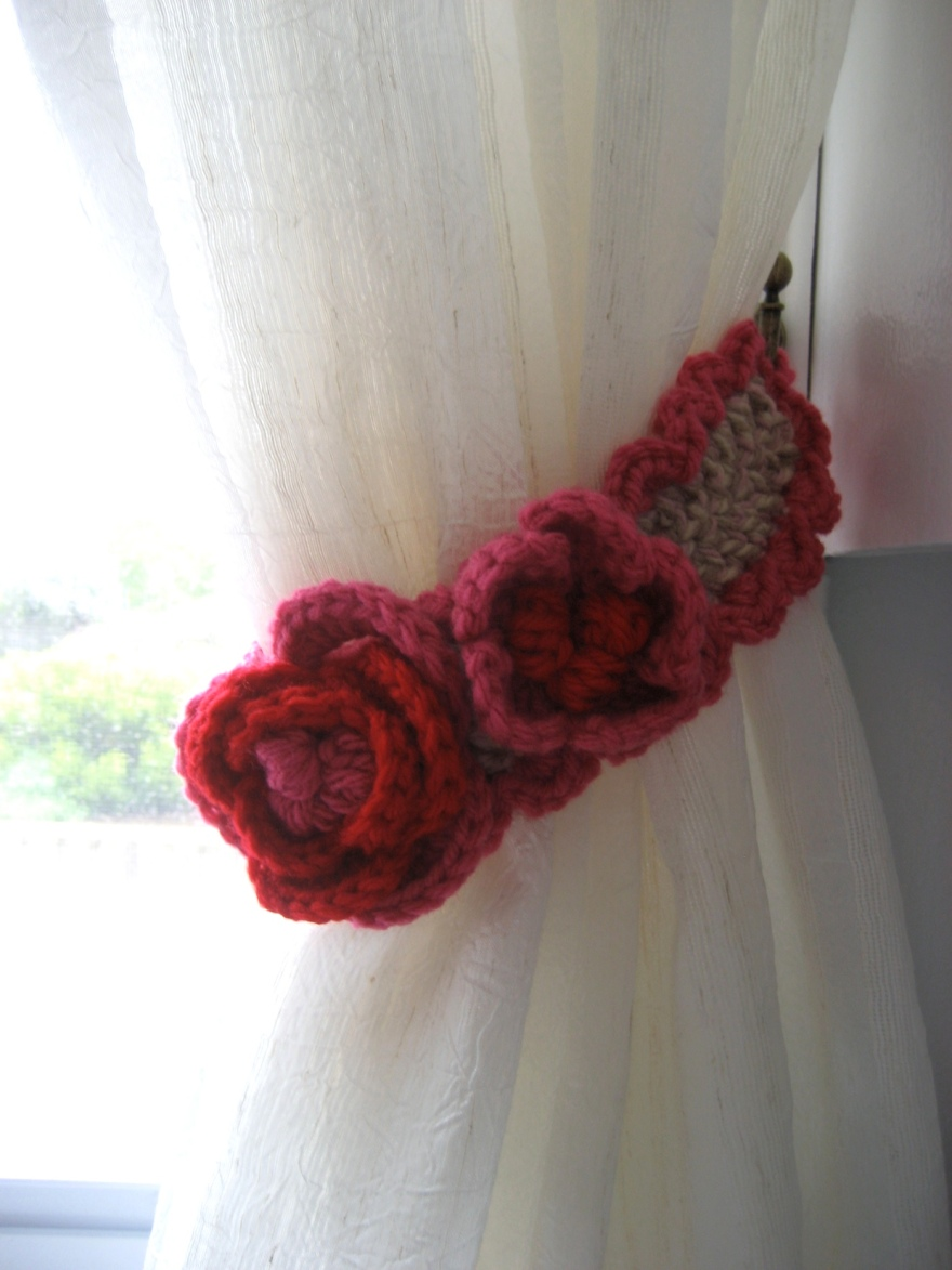 Right Curtain Tie-Back